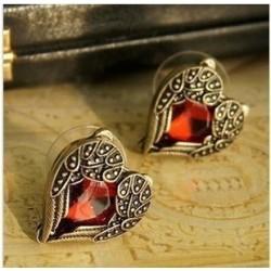 Auskarai raudonos širdelės